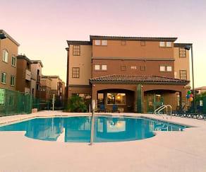 Pool, Boulder Pointe
