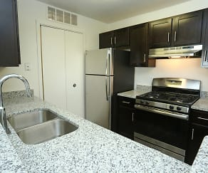 Kitchen, Willow Ridge Apartments-UNDER NEW MANAGEMENT
