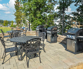 BBQ Grill and Outdoor Seating, Brookes Edge