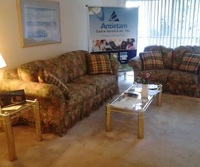 Living Room, Edgewood Hill Apartments