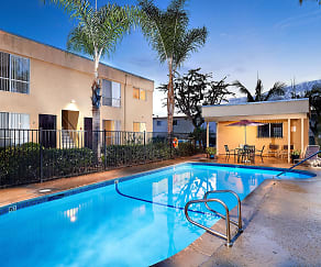 Pool, Pine Vista