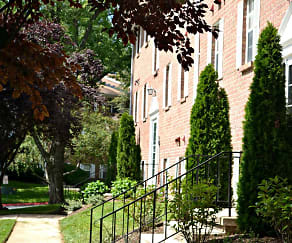Courtyard, Harford Village North