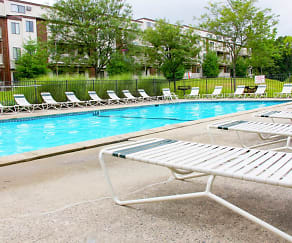 Pool, Silvertree Apartments