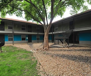 Courtyard, Iconic Village Apartments