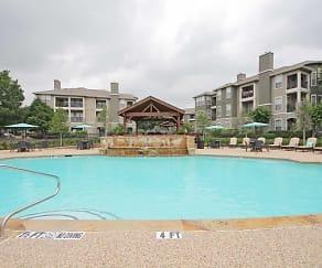 Pool, Silverado