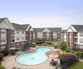 Pool, River Pointe Apartments