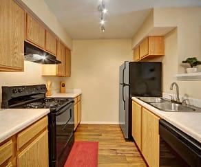 Kitchen, Summit Pointe Apartments