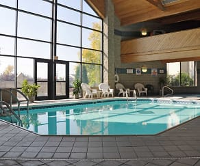 Pool, Park Avenue Apartments