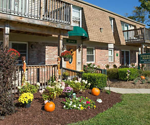 Landscaping, Country Manor Apartments