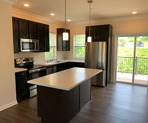 Bright Oaks Townhomes, Cecil-Bishop, PA