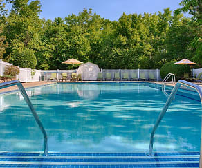 Pool, Wexford Village Apartment Homes