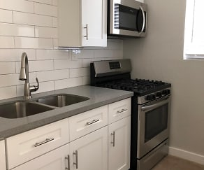 Kitchen, 400 Pasadena