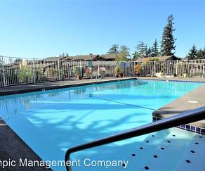 Pool, Crosspointe Apartments