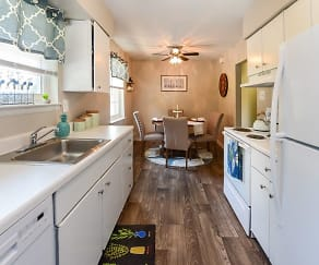 Kitchen, Roberts Mill Apartments & Townhomes