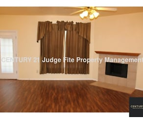 Living Area, 4009 Apple Street