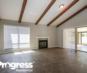 Living Room, 33 IRONWOOD WAY N -