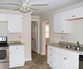 Kitchen, 2021 N River Blvd