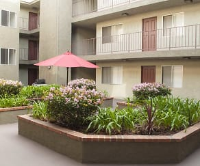 Courtyard, The Hallmark Apartments