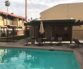 Pool, 51020 Eisenhower