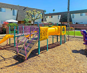 Playground, Paseo Del Prado