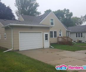 109 W 1st St, Armstrong, IA
