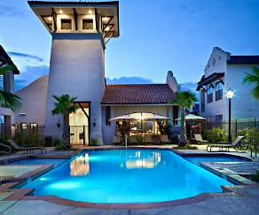 Pool, Las Mansiones