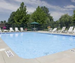 Pool, Briarlane Apartments