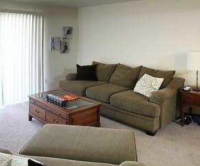 Living Room, Maison Royale