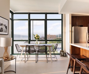 Dining Space, River Club at Hudson Park