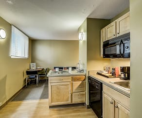 Kitchen, Dwell Towers on State - Per Bed Lease