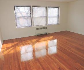 Living Room, 2709 W Summerdale Ave