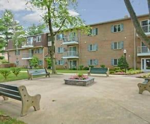 Courtyard, Park City Apartments