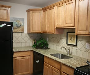 Kitchen, 450 Green Apartments