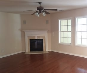 Living Room, 3999 Cliffglen Court Nw