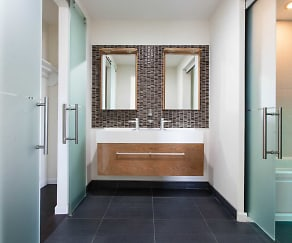 Bathroom, Aura 240