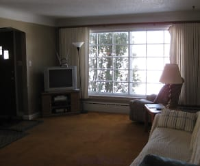Living Room, 721 N 20th Ave E