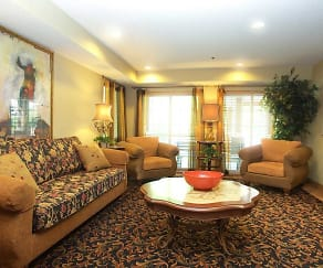 Living Room, Lakewood Place Apartments