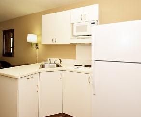 Kitchen, Furnished Studio - Kansas City - Overland Park - Quivira Rd.