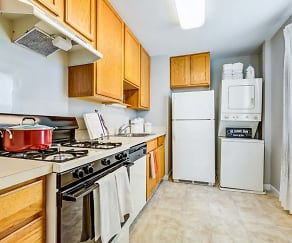 Kitchen, Howard Crossing Apartment Homes
