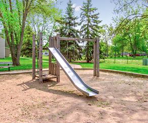 Playground, Ashland Willow Creek Apartments