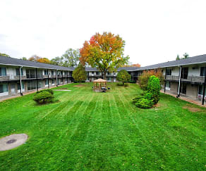 Courtyard, Sandstone Apartments