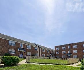 Courtyard, Highland Ridge Apartments