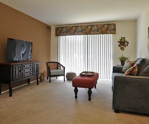 Living Room, Fox Pointe Apartments
