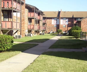 Courtyard, Winchester West Apartments