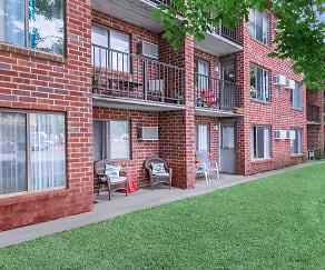 Building, Saratoga Place Apartments