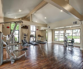 Fitness Weight Room, Estancia Apartment