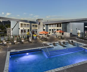 Lucent Blvd. Saltwater Pool & Spa, Lucent Blvd Apartments