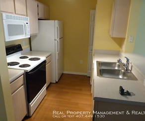 Kitchen, 5483 Vineland Rd - #10205