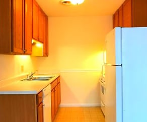 Kitchen, Creekside Apartments