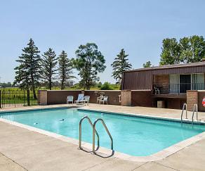 Pool, Pines Lapeer West